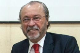 Imagem: Prof. Cândido Albuquerque é advogado e docente da UFC desde 1991 (Foto: Viktor Braga/UFC)
