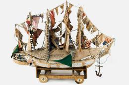 Imagem: O título da exposição se dá pelo uso frequente que Bispo fez em suas criações de navios, fruto de sua experiência como marinheiro na juventude (Foto: Divulgação)