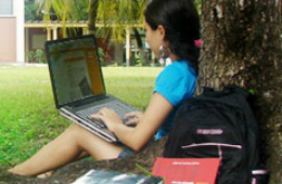 Imagem: Alunos dos cursos semipresenciais utilizam o ambiente virtual de aprendizagem Solar.