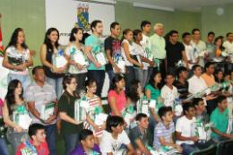 Imagem: Alunos do cursinho de Sobral recebem material pedagógico gratuito
