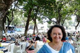 Imagem: Profª Lúcia Rejane Araújo ministra disciplinas de Ioga e Meditação (Foto: Divulgação)