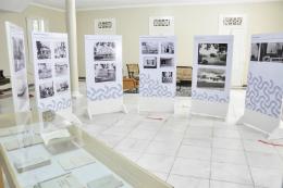 Imagem: Mostra tem 106 fotografias e imagens, divididas em 13 painéis (Foto: Ribamar Neto)