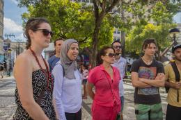 Imagem: Estrangeiros que fizeram o treinamento em 2015 visitam a Praça do Ferreira