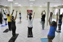 Imagem: Os aulões de ioga ocorrerão nos campi do Pici, Benfica e Porangabuçu (Foto: Ribamar Neto/UFC)