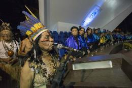 Imagem: Índia cacique Pequena disse estar orgulhosa por presenciar a formatura dos indígenas (Foto:  Jr. Panela/UFC)