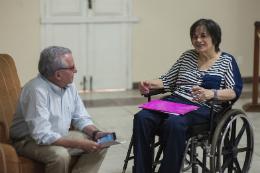 Imagem: Reitor Henry Campos conversa com Maria da Penha
