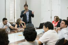 Imagem: O arquivista Rodrigo Nogueira, coordenador de protocolo da UnB, apresentou a experiência da universidade na implantação do Sistema Eletrônico de Informações (Foto: Ribamar Neto/UFC)