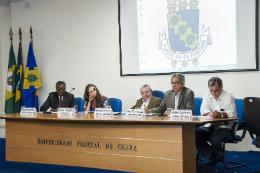 Imagem: Mesa de autoridades acadêmicas do evento