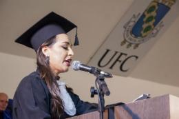 Imagem: Jaqueline de Matos discursou em nome dos graduandos (Foto: Ribamar Neto/UFC)