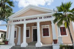Imagem: Foto da fachada do prédio do CCA
