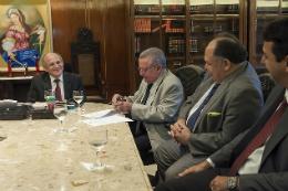 Imagem: Reitor Henry Campos assina o convênio com o TJCE