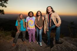 Imagem: A banda Renegados está na estrada desde 1993, bebendo na fonte do blues, da world music e do rock clássico de 1950 a 1970 (Foto: Régis Capibaribe/Divulgação)