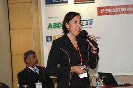 Imagem: A Profª Cláudia Pessoa, do Departamento de Fisiologia e Farmacologia da UFC, é a coordenadora do projeto (Foto: divulgação)