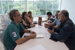Imagem: Grupos se reuniram no Centro de Convivência do Campus do Pici para discutir o futuro do Estado (Foto: Viktor Braga/UFC)
