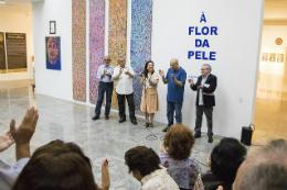 Imagem: Para o curador da mostra, Gilmar de Carvalho, o lançamento do catálogo celebra uma nova etapa na carreira do consagrado artista (Foto: Ribamar Neto/UFC)