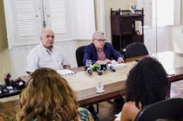 Imagem: Entrevista coletiva concedida pelo reitor Henry Campos e o pró-reitor Almir Bittencourt ocorreu na Reitoria, no Campus do Benfica (Foto: CCSMI/UFC)