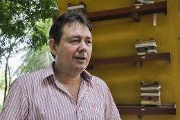 Imagem: O Prof. Breno Freitas, do Departamento de Zootecnia, é um dos autores da obra (Foto: Ribamar Neto/UFC)
