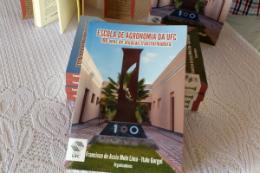 """Imagem: Ao longo de mais de 260 páginas, o livro resgata a """"tradição de excelência e compromisso (do CCA) com o desenvolvimento do Ceará e do Nordeste"""" (Foto: Sérgio de Sousa/UFC)"""