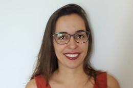 Imagem: A Profª Carla Rezende é docente do Departamento de Biologia (Foto: Acervo pessoal)