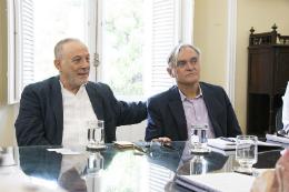 Foto do diretor-geral da Green Enesys, Josef Barr, e do pesquisador Decio Cezar da Silva, do PADETEC