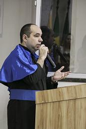 Imagem: Prof. Alan Michel Barros Alexandre, orador docente da formatura (Foto: Ribamar Neto/UFC)