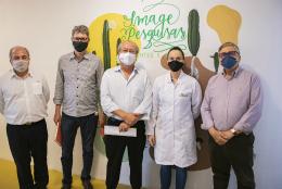 Imagem: Na Image Pesquisas, uma das empresas encubadas no PADETEC, foram feitos testes em tempo real de qualidade de soja (Foto: Ribamar Neto/UFC)