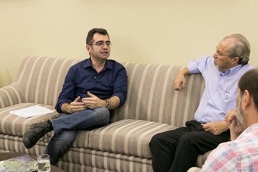 Imagem: Prof. Jorge Lira, novo diretor do Centro, ao lado do reitor Cândido Albuquerque (Foto: Viktor Braga/UFC. Registro feito em novembro de 2019, antes da pandemia)