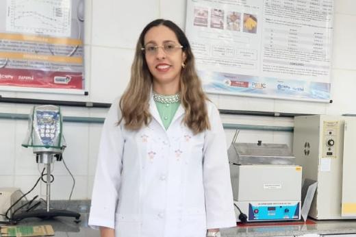 Imagem: Profª Ana Lúcia Fernandes Pereira, uma das autoras do invento