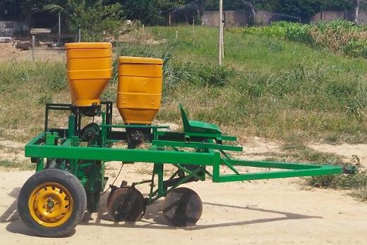 Imagem: A semeadora puncionadora multifuncional poderá contribuir para a elevação da qualidade do trabalho agrícola familiar (Foto: divulgação)