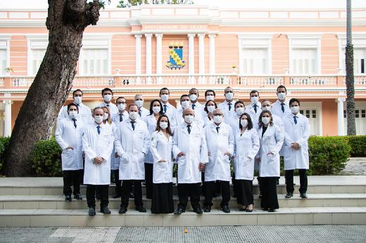 Imagem: Equipe multidisciplinar de transplante hepático do Hospital Universitário Walter Cantídio (Foto: Ribamar Neto/UFC)