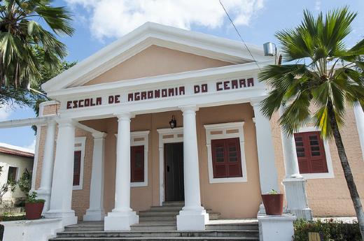 Foto de fachada do Centro de Ciências Agrárias